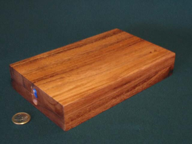Cribbage board closed